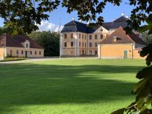 Christinehof slott med paviljonger stall och vagnslider