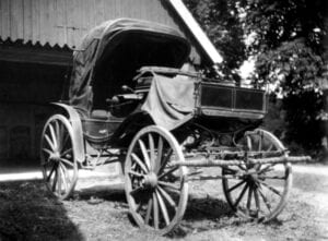 En öppen vagn av kaleschtyp, en barouch,