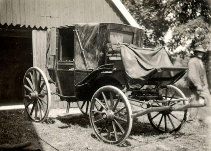 En täckt vagn av landåtyp