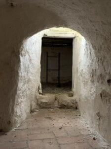 Lönngångens början i slottets källare 2