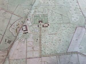 På kartan från 1864 är Christinehofs gård utmärkt med siffran 9. Den gamla trädgårdsmästarbostaden som numera är riven fanns vid siffran 2.